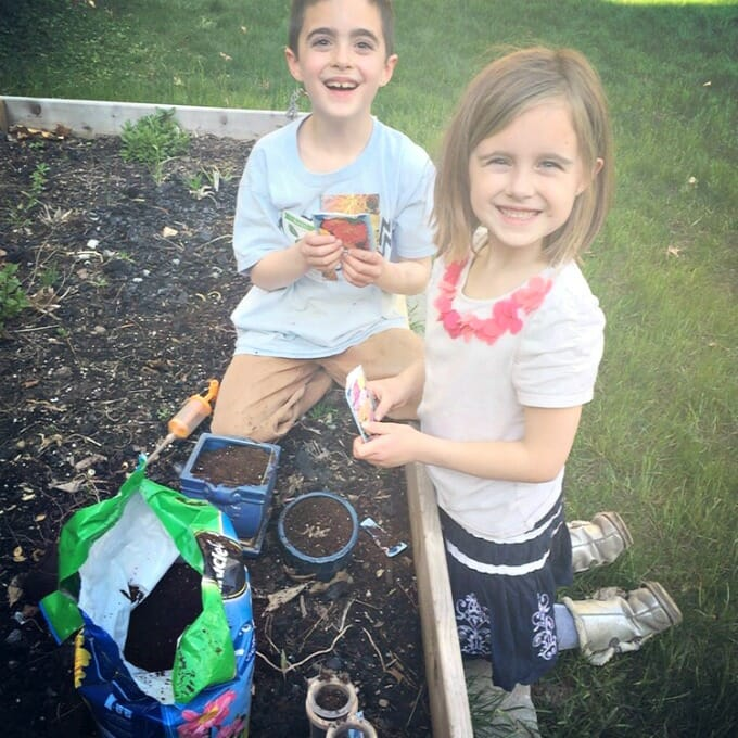 Simple Summer Learning with '100 Backyard Activities That Are the Dirtiest, Coolest, Creepy-Crawliest Ever!' by Colleen Kessler   My Little Poppies